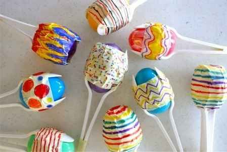 Mexican Crafts: Cinco de Mayo Crafts  A great use for those extra plastic eggs.  Maracas