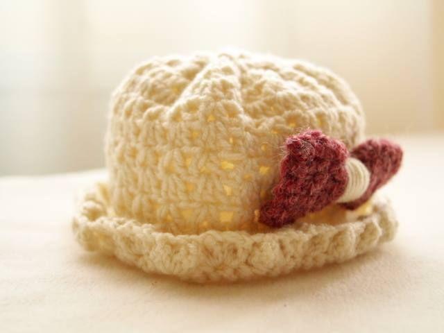 Spring blossom crochet hat (pattern by monpetitviolon)