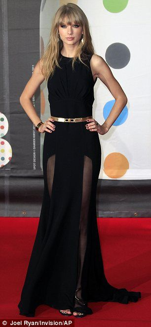 Gorgeous dress. I don't usually like Taylor swifts style but I love this I agree love the look and I don`t like her usual look!!
