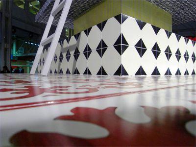 Vietri Ceramic Group Installazione Torre per una cena romantica progetto by AKSU/SUARDI #cersaie2008