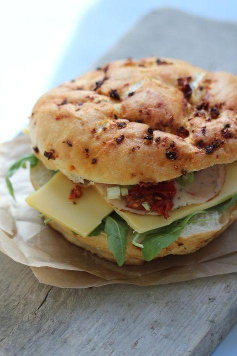 Sandwich met pesto-mayo, rucola en bosui - Lekker en Simpel: Heerlijk om met de #croustifrance #focaccia te proberen!