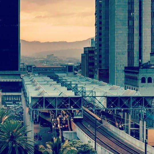 🌃 Mi tierra, mi gente Medellín 🏠🏡🌠✨❇🌃