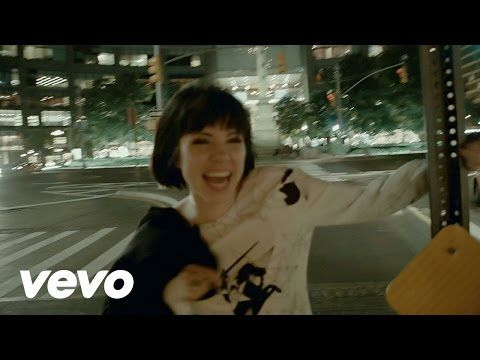 Carly Rae Jepsen - Run Away With Me/Your Type - Medley (Late Night with Seth Meyers) - YouTube