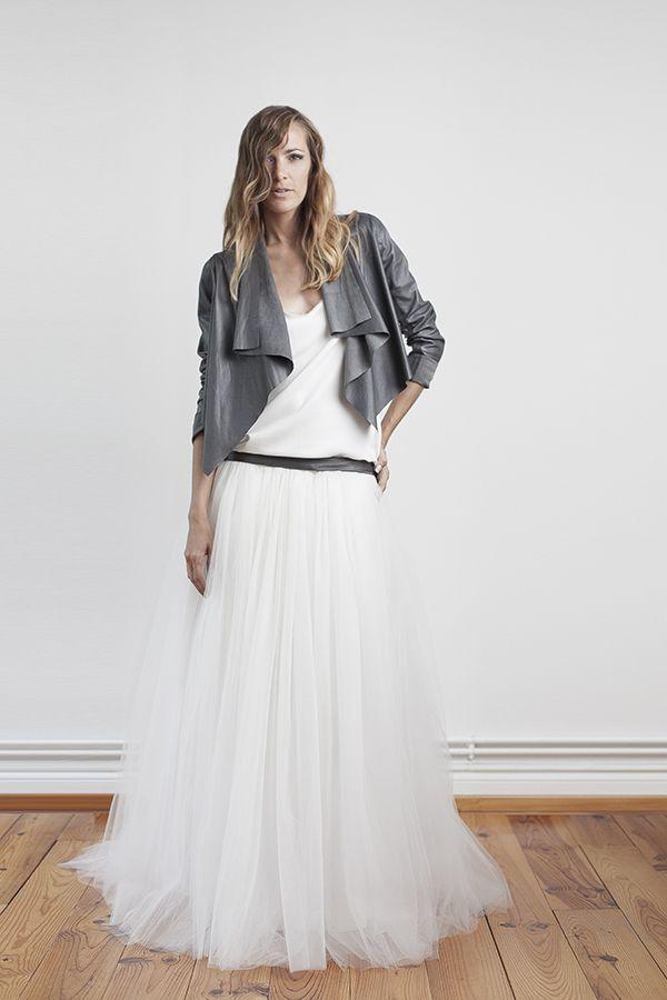 Robe de mariée ceinture en cuir et perfecto en cuir gris foncé , Robe  Orlane