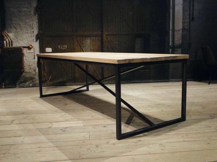Oud eiken tafel Annecy van hergebruikt hout    robuustetafels.nl