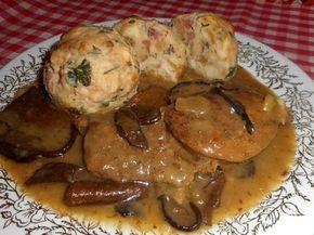 Vepřová pečeně na houbách - Maso si nakrájíme na silné plátky, osolíme a opepříme. V pekáčku na oleji si orestujeme nakrájenou cibuli, přidáme maso a opečeme z obou str..