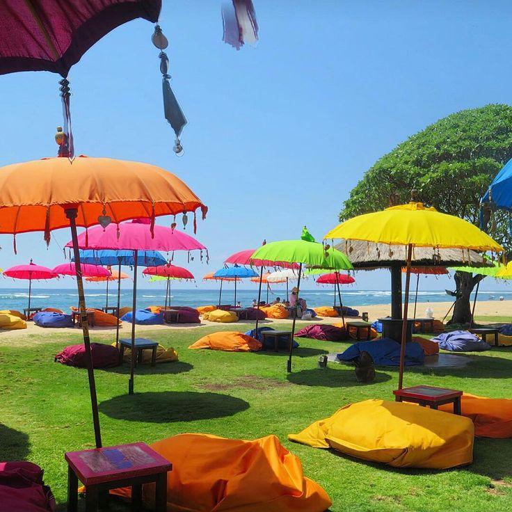 Island vibes, live entertainment and beautiful Indian Ocean views take you to a place where time doesn't matter. #Bali #beachbar #ayodyabeachbar #mengiatbeach