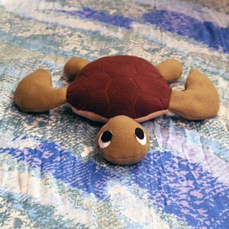 Tutorial and pattern to make your own sea turtle stuffed animal! I think this is adorable. :)