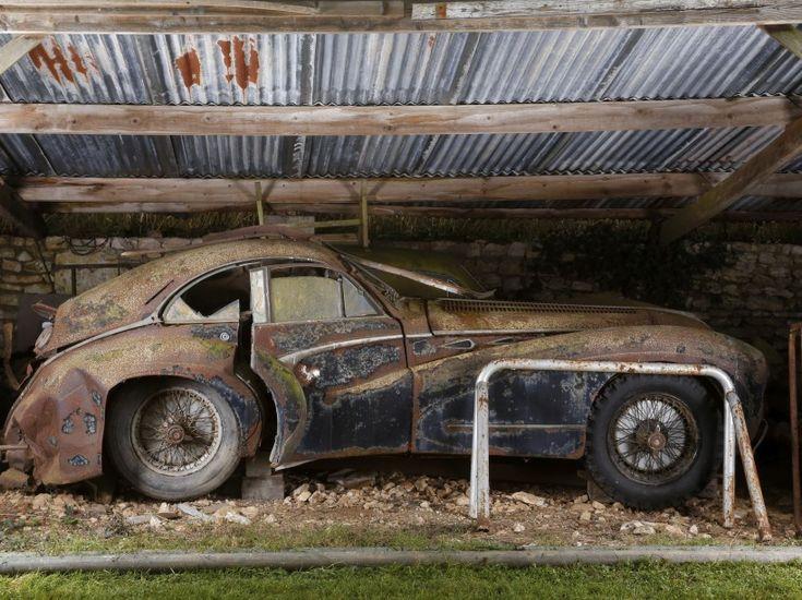 Estimée à 600.000 euros maximum, cette Talbot-Lago T26 Grand Sport SWB de 1949, dont la robe avait été signée par le carrossier Saoutchik, est partie à 1,45 million d'euros malgré son état pitoyable.