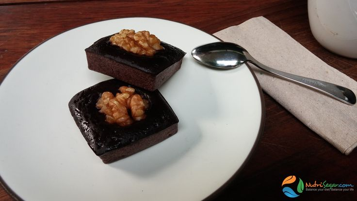Mouth watering and healthy chocolate brownies - protein 6.1g, carbs 10.1g, fat 1.6g and fibers 1.9g.