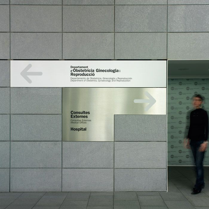 Signage for the USP Dexeus University Institute, Barcelona by Clase BCN