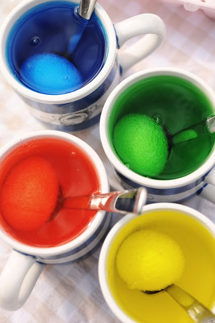Dyeing Easter Eggs with Food Coloring ~ How-To link on page