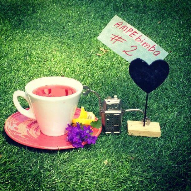 #ampebimba n. 2 Bitter Campari infuso con miscela pregiata di té verdi giapponesi, bambù aromatizzati con fave di cacao e boccioli di rosa rossa, shakerato.  In artebimba SOLO martedì 9 giugno dalle 18:30. #aperitivointazza