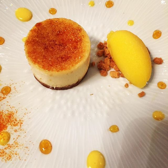 I am dreamlng of this Creme brûlée #cheesecake with a #mango #icecream #legeorgesv #yum #delicious #goodaddress #cheesecakeaddict