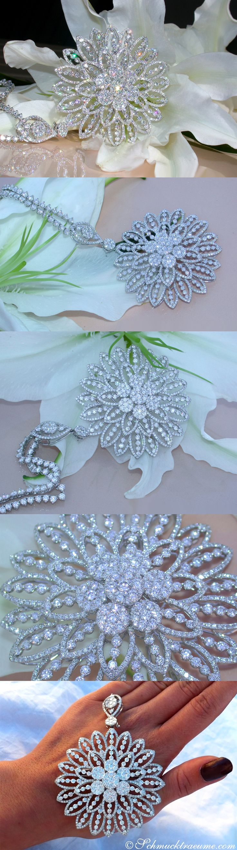 A true luxury jewel: Top class Diamond Pendant / Brooch | 13,90 ct. G VS | Whitegold 18k - schmucktraeume.com Like: https://www.facebook.com/Noble-Juwelen-150871984924926/