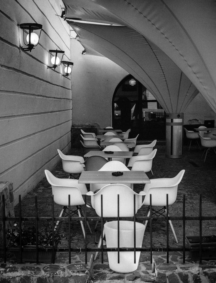 (Empty) Terrace - Fuji GS645 Pro, Ilford Delta 400 shot @iso 1600. Self developed in instant mytol (xtol clone), 13mn, 20C.