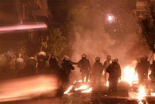 Paralia News- (Breaking News): Επεισόδια με φωτιές, οδοφράγματα και μολότοφ βρίσκ...