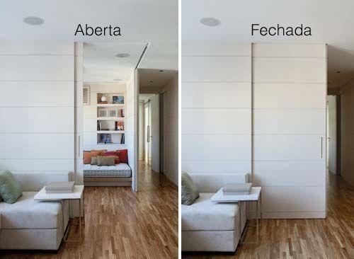Em vez de paredes, portas de correr no apartamento