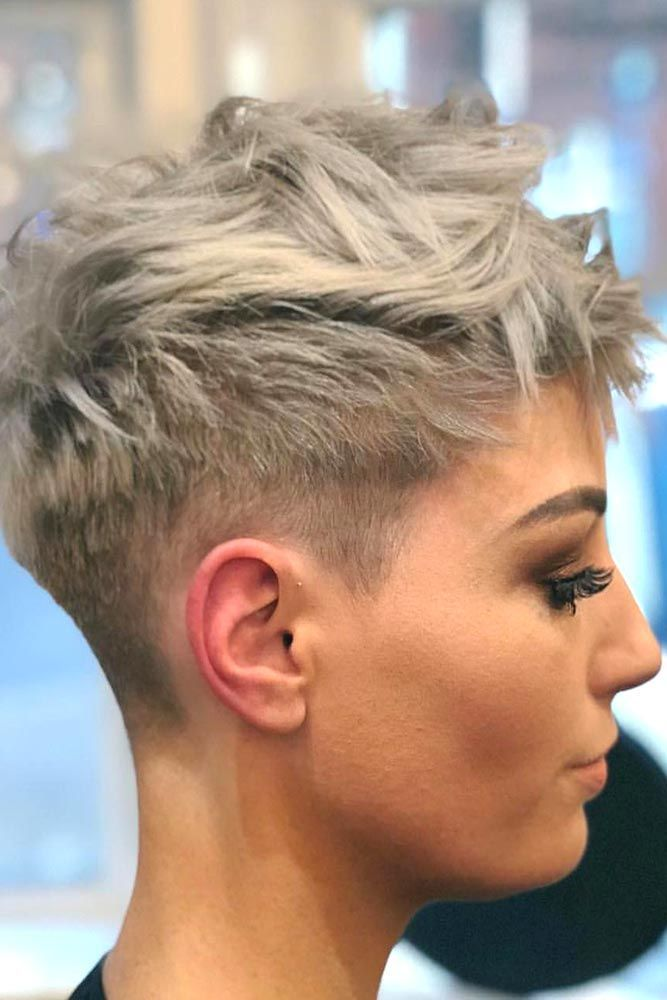 Those who think that there is nothing that can hide their flaws should discover these short haircuts for oval faces right now! We will show you how you can style your hair and feel confident with your face shape. You are beautiful just the way you are, and your new cut will show it to everyone.