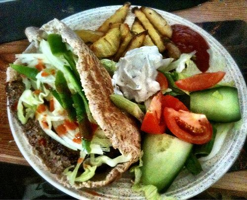 Syn Free Doner KebabA doner kebab is one of my comfort foods, it's something I crave when I tired and grumpy and just want to eat something flavourful and easy. After looking online at several low syn versions of homemade doner kebab I thought I'd have a go at a syn- (via Fakeaway Doner Kebab)