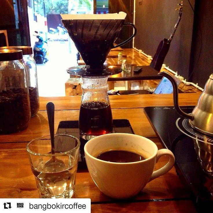 #Repost @bangbokircoffee with @repostapp  Aceh Bergendal by @amstirdamcoffee sisa kurang lebih 6 cup terakhir silahkan merapat KIR fyi tgl 1 sept akan kita lengkapi single origin dari beberapa daerah sesuai request man teman yang uda mampir di bang bokir cherrs  #coffee #coffeetime #manualbrew #hariov60  #pourover #aceh #acehbergendal #singleorigin #bangbokir #bangbokircoffee #malangfood #malangcafe #malangcoffeeshop  #kopiacehbergendal #kopiindonesia #kopimalang #amstirdamcoffee…
