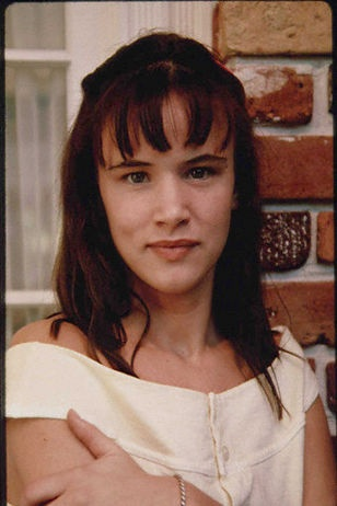 After Helena Bonham Carter, the next in line to the Queen of Crotch Rot throne is Juliette Lewis.  She is shown here in Cape Fear, where she was so slow she actually deserved to die.  With Juliette, I believe the problem is her vaguely crossed eyes, her mouth breathing, and her uncoordinated movements, all of which could be caused by a raging infection of some sort.