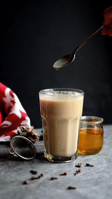 Dziś na blogu Wild Rocks znajdziecie pomysły na jesienno-zimowe przepisy na napoje rozgrzewające. W sam raz na chłodne wieczory a wręcz perfekcyjne dla tych wszystkich którym ciągle zimno <3 Na zdjęciu chai masala.