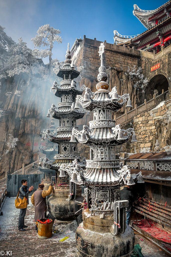 Templo budista, montañas Jiu Hua Shan, China.