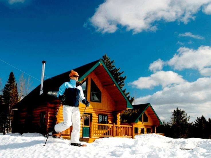 Attrait en Gaspésie : Village Grande Nature Chic-Choc #ski #raquette #motoneige #chalet #auberge