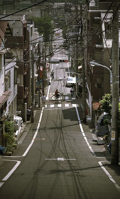 Tokyo. it is such a strange thing, how a view like this can raise so many emotions. those streets, i miss them