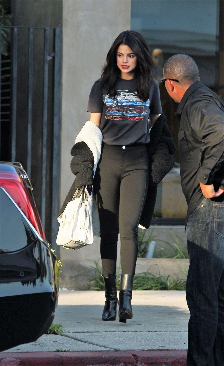 Selena Gomez in Skinny Jeans -03