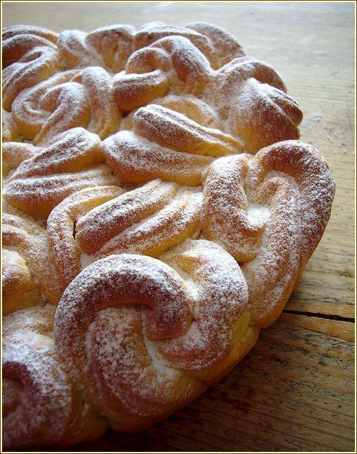brioche celtique en coupe. http://sucreengrain.canalblog.com/archives/2012/05/03/24147868.html