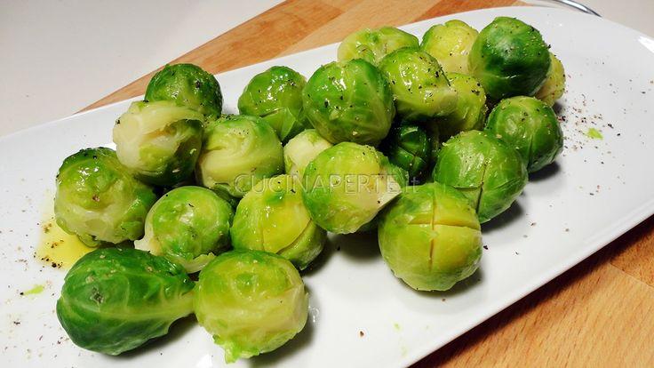 """I Cavoletti di Bruxelles, conosciuti anche con il nome di """"cavolini"""", sono ortaggi appartenenti alla grande famiglia delle piante crucifere"""