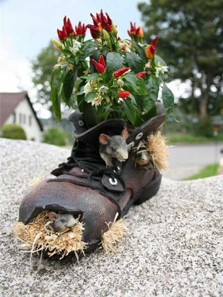 20 Ways to Recycle Shoes for Planters, Cheap Decorations and Backyard Ideas