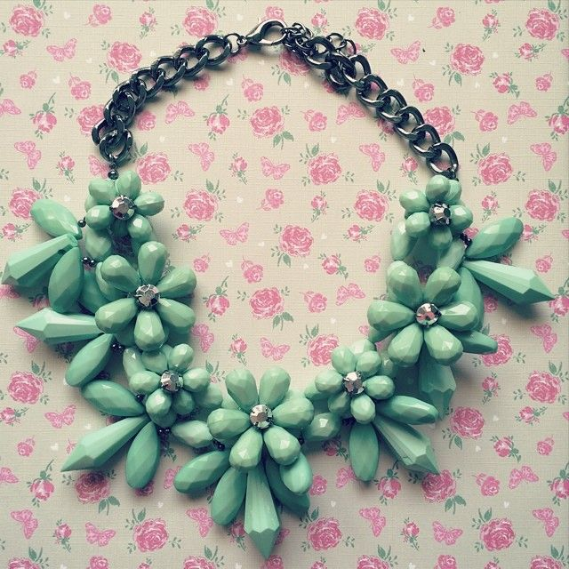 What's better than a pretty floral display for your neck? So cute! #jewellery #statementnecklace
