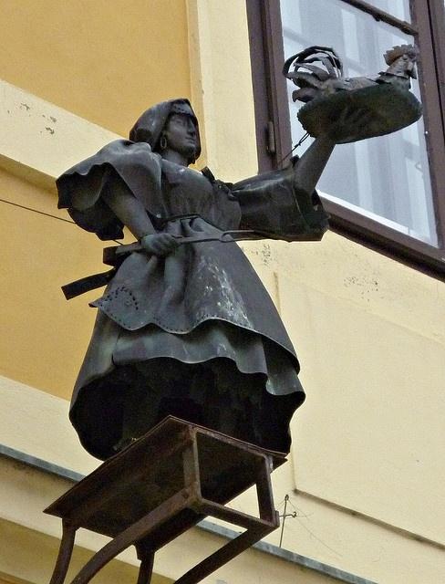 Cégér ( Ecsedi Mária) Fekvő katona ( volt Bástya) söröző, Székesfehérvár, Hungary