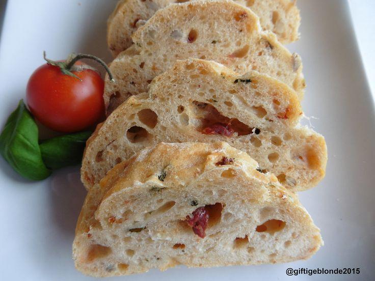 Weißbrot mit Tomaten und Basilikum #vegan #vegetarisch #Abwechslung