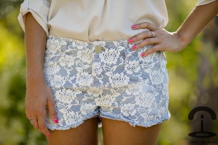 http://www.crimenesdelamoda.com/2012/07/diy-lace-shorts.html