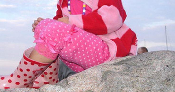 Roupas peculiares e alternativas para crianças em lojas on-line. Em um mundo que está estampado com imagens da Hannah Montana e personagens de ação em roupas de criança, pode ser difícil para os pais encontrarem roupas diferentes para seus filhos. No entanto, há um número crescente de varejistas on-line que estão criando roupas alternativas e acessórios projetados especialmente para crianças. Alguns até ...