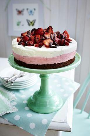 Das Rezept für Erdbeer-Joghurt-Torte und weitere kostenlose Rezepte auf LECKER.de