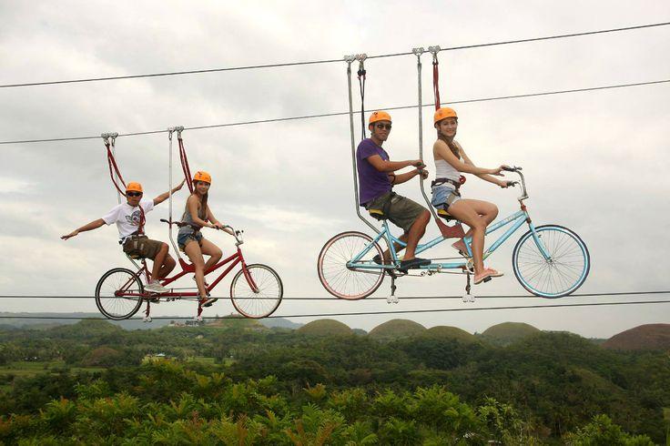 Tirolinas con bici en Chocolate Hills Adventure Park, Filipinas