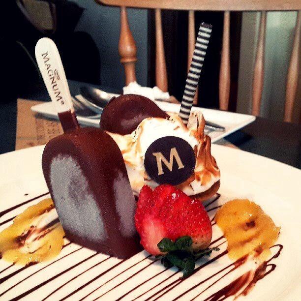 Meringue Berry w Magnum Ice Cream