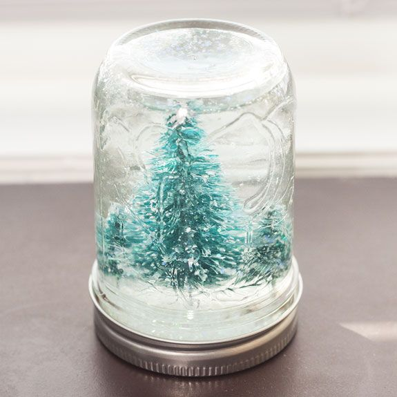 How to Make a Christmas Snow Globe in a Jar- this is really fun!