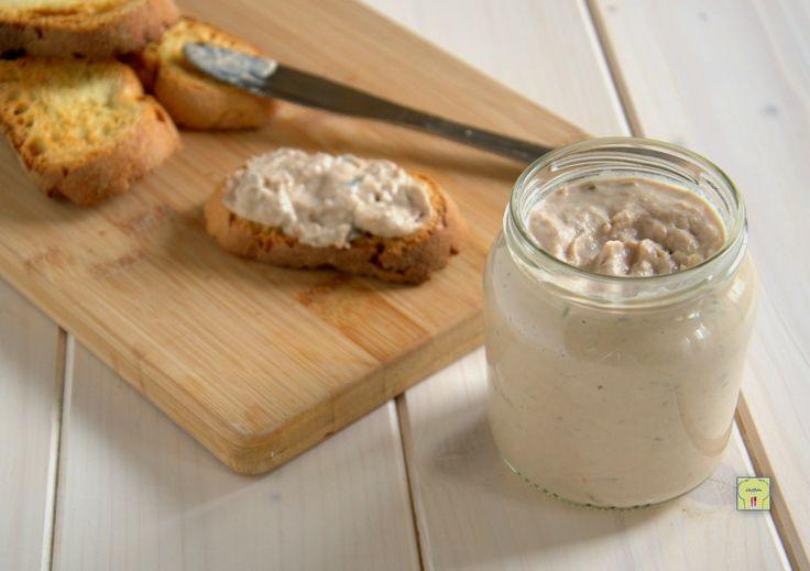 La mousse di tonno è una deliziosa crema facilissima da preparare perfetta per farcire tartine, crostini o tutto quello che la vostra fantasia vi suggerisce