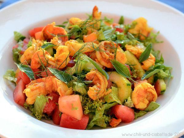 Bunter Gurken-Melonen-Salat mit Curry-Garnelen