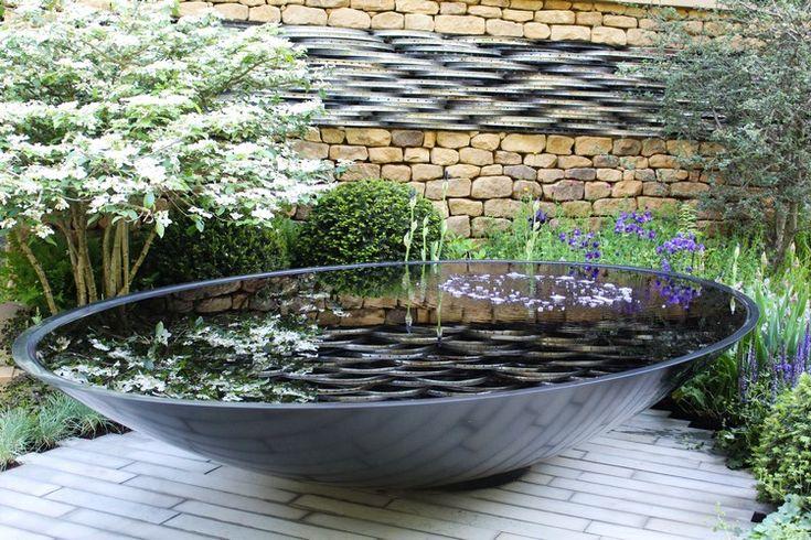 fontaine extérieure de jardin design en métal noir en forme de bol et pierre de parement naturelle