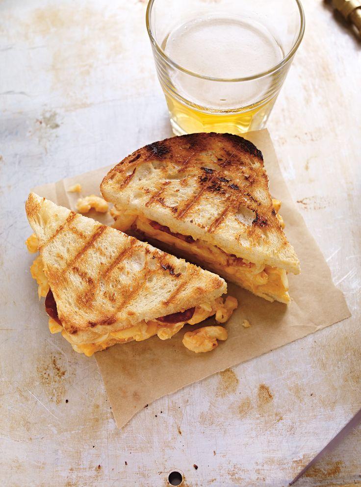 Recette de Ricardo de grilled cheese au macaroni au fromage
