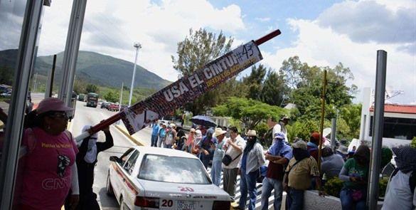 CNTE toma caseta de cobro en Chiapas