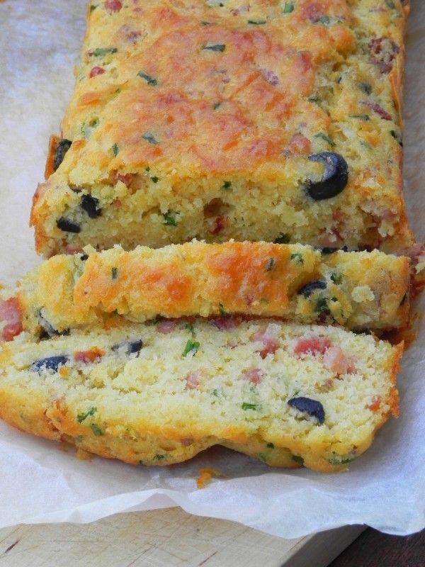 Plum cake de primavera… (con bacon, queso emmental, aceitunas negras, tomates secos y cebollino)