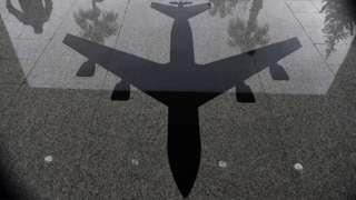 Image copyright                  Getty Images Image caption                                      La Base Aérea en Turquía tendría el mayor arsenal de bombas de hidrógeno fuera de EE.UU.                                Un intento de golpe de estado y una purga de miles de empleados de la administración pública sacudieron Turquía y a sus habitantes.  Las suspensiones, detenciones y amenazas de restaurar la pena de muerte en el país hicie